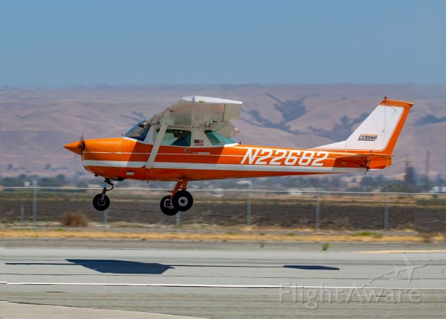 Cessna Commuter (N22682) - Low pass in the C150. KCVH Hollister, CA June 28th, 2018