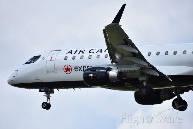 Embraer 175 (C-FRQN)