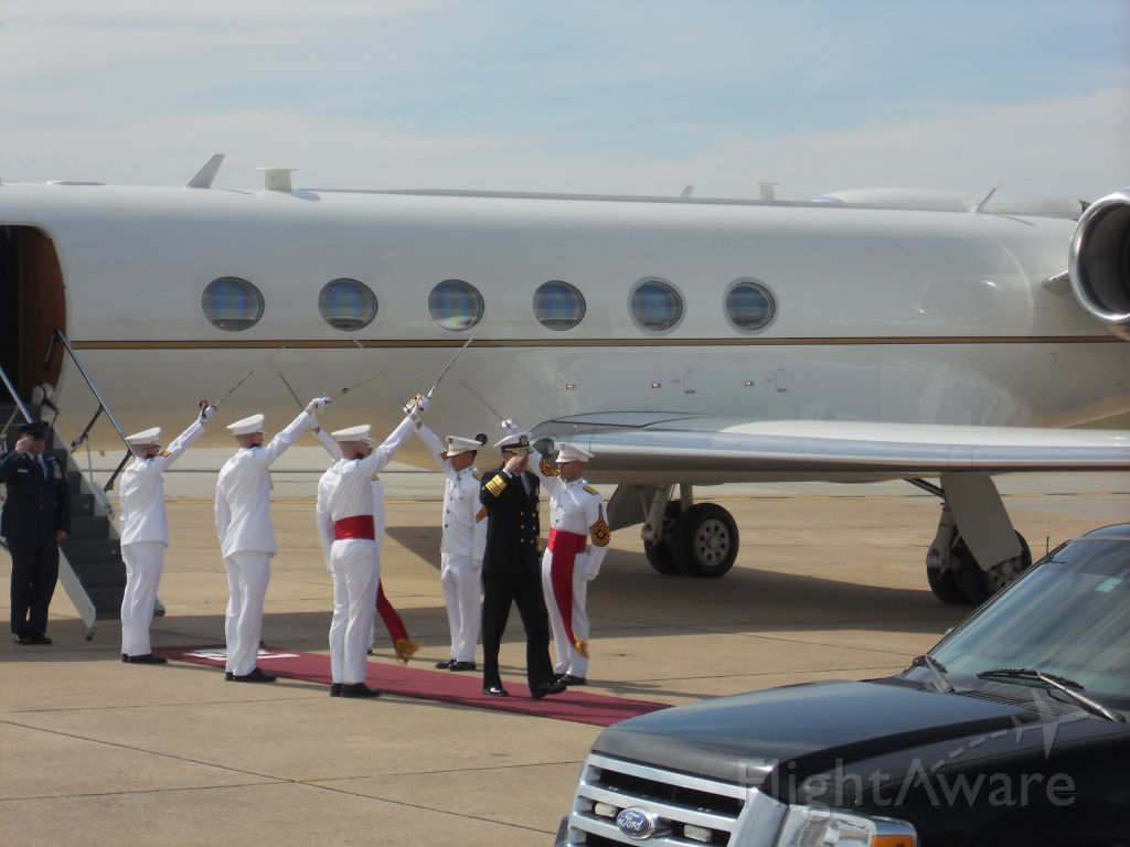 Gulfstream Aerospace Gulfstream V (N70401) - Vice Chairman of the Joint Chiefs of Staff arrives in his G5 at Easterwood Field with the Texas A&M Ross Volunteers Honor Guard.
