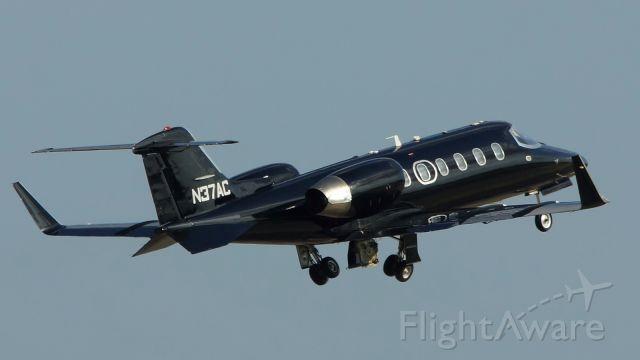 Learjet 31 (N37AC) - Departing 22.