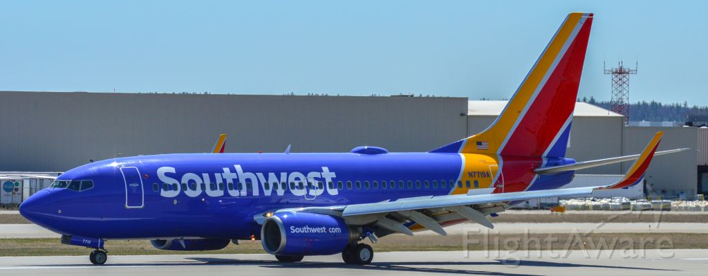Boeing 737-700 (N7719A) - Shot with a Nikon D3200 w/ Nikkor 70-300mmbr /Best viewed in Full Size