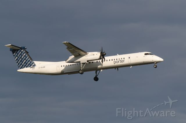 de Havilland Dash 8-400 (C-GLQE) - Bombardier Q400 arriving in Montreal