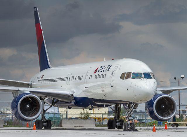 Boeing 757-200 (N666DN)