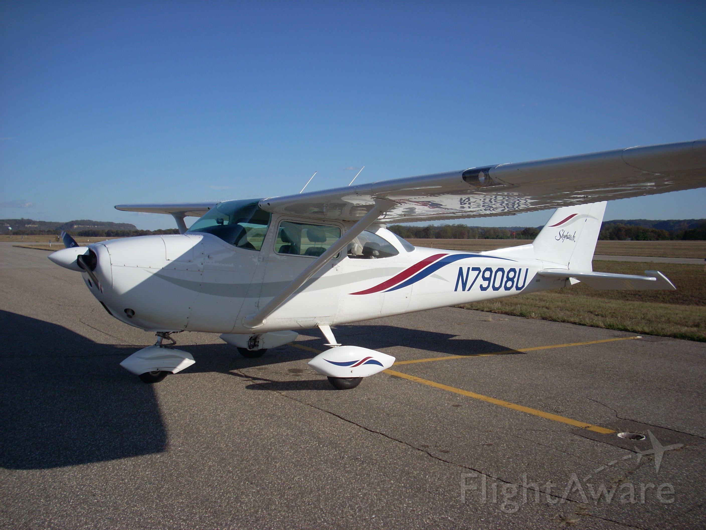 Cessna Skyhawk (N7908U)