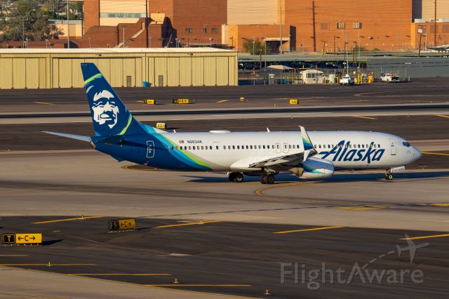 Boeing 737-900 (N263AK) - Spotted from Terminal 3 parking garage, level 8, at KPHX on November 14, 2020