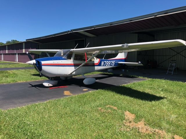 Cessna Skyhawk (N79975) - Freshly painted cowling and stripes repaired 6/2021