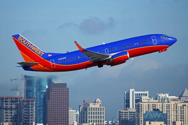 BOEING 737-300 (N390SW)