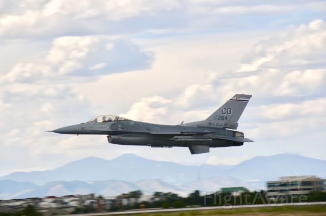 Lockheed F-16 Fighting Falcon (87284) - An amazing pass by an F-16!