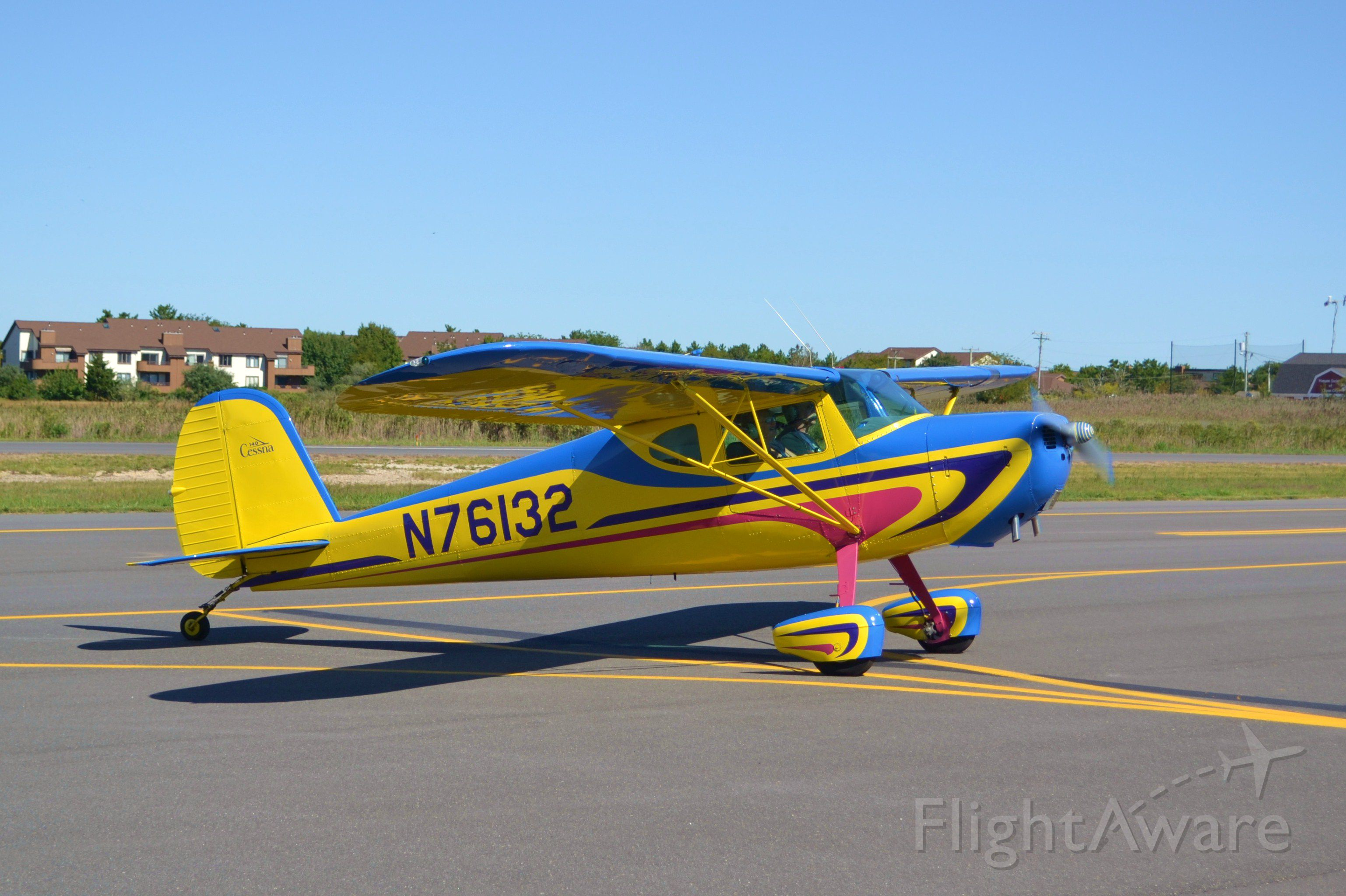 Cessna 140 (N76132) - Awesome paint!