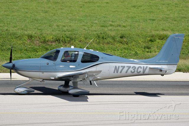 Cirrus SR-22 (N773CV)