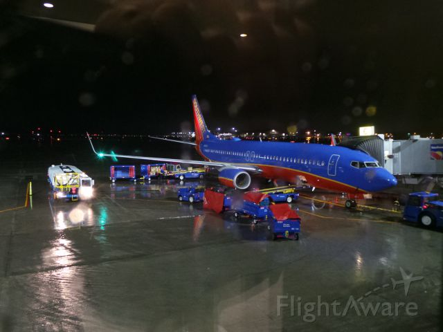 Boeing 737-800 (N8610A) - Southwest Airlines at Gate 6, Bradley Field on 12/29/2016
