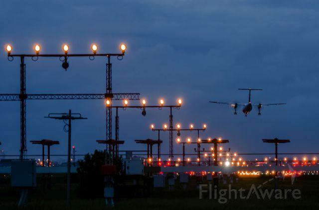 — — - Jazz Dash-8 landing Rwy 05 at night
