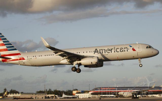 Airbus A321 (N122NN)