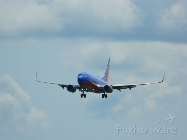 Boeing 737-700 (N269WN) - A Southwest Airlines Boeing 737-7H4 on final approach to Runway 1 at ALB.