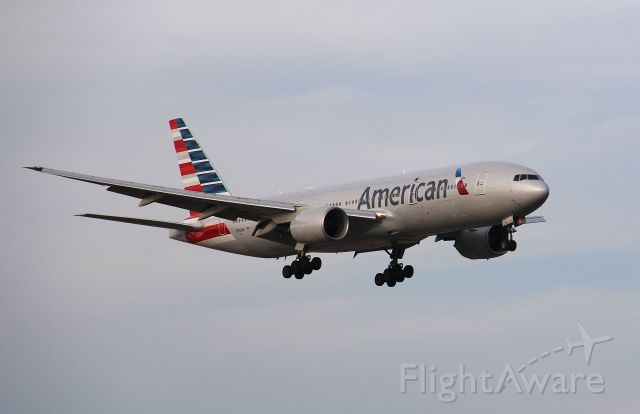 BOEING 777-300 (N752AN) - American Airlines flight 178 a B777-300 landing at KDFW after a flight from China