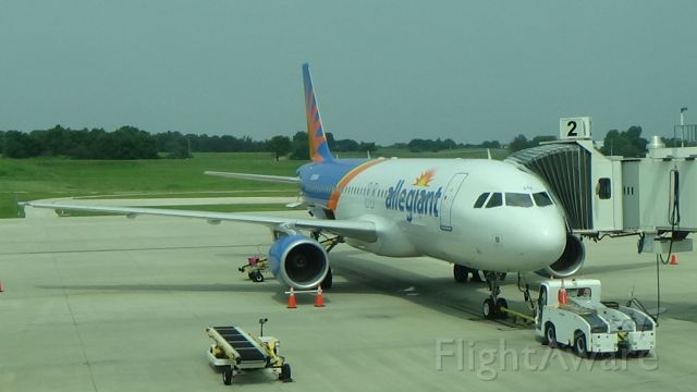 Airbus A320 (N284NV) - A beautiful A320 parked at Gate 2 at Springfield (SGF)! Date - Aug 5, 2021