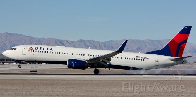 Boeing 737-800 (N825DN) - Touching down on 26L