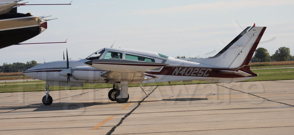Cessna 310 (N4025C)