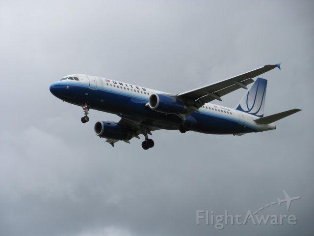Airbus A320 (N423UA)