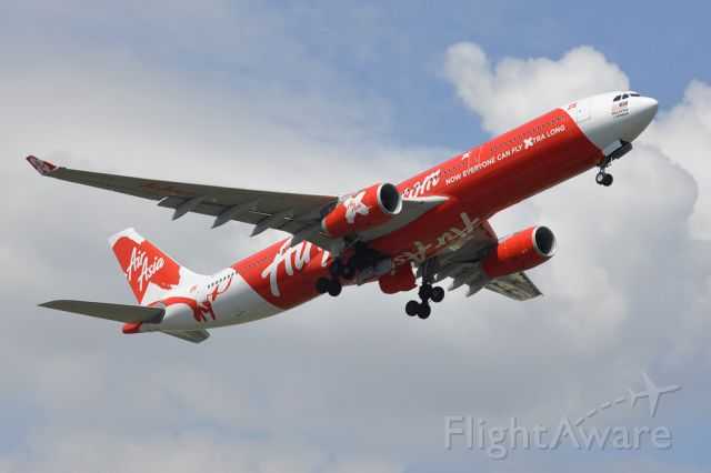 Airbus A330-300 (9M-XXH) - Departure from runway 33 Subang