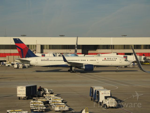 Boeing 757-200 (N664DN) - A 757-200 with the special Habitat for Humanity 767 behind it