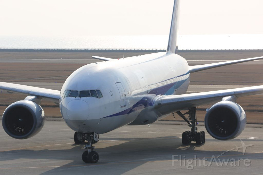 Boeing 777-200 (JA8198)