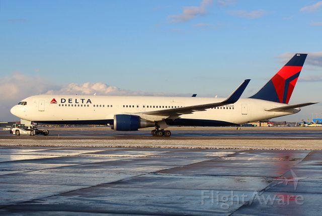 BOEING 767-300 (N1604R)