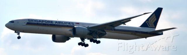BOEING 777-300 (9V-SWE)