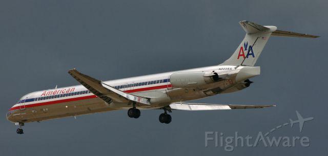 McDonnell Douglas MD-90 (N203AA)
