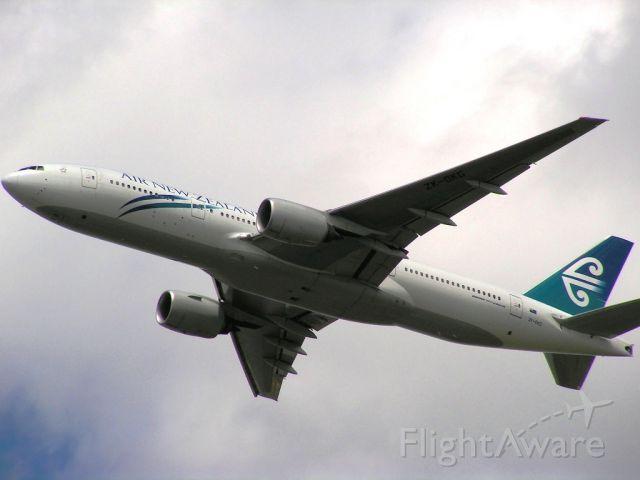 Boeing 777-200 (ZK-OKG)