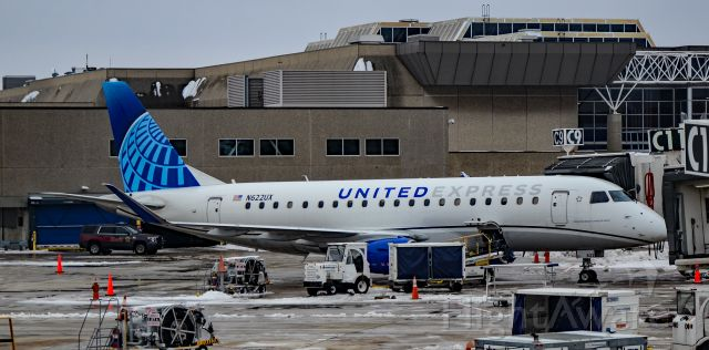 EMBRAER 175 (long wing) (N622UX) - N622UX United Express Embraer ERJ-175LL (ERJ-170-200 LL) s/n 17000826 - General Mitchell International Airport  (KMKE) br /Milwaukee, Wisconsin.br /Photo: TDelCorobr /January 4, 2021