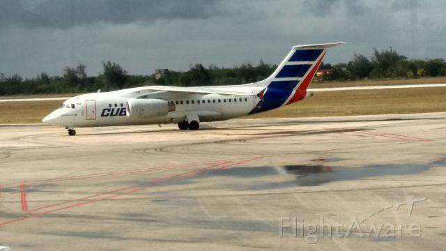 ANTONOV An-158 (CUT1714) - Carreteando en el aeropuerto Frank País de Holguín