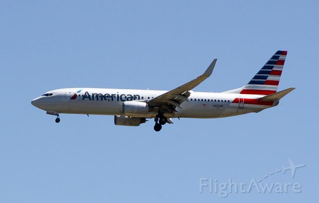 Boeing 737-700 (N827NN) - American B737 On final for 29R from DFW