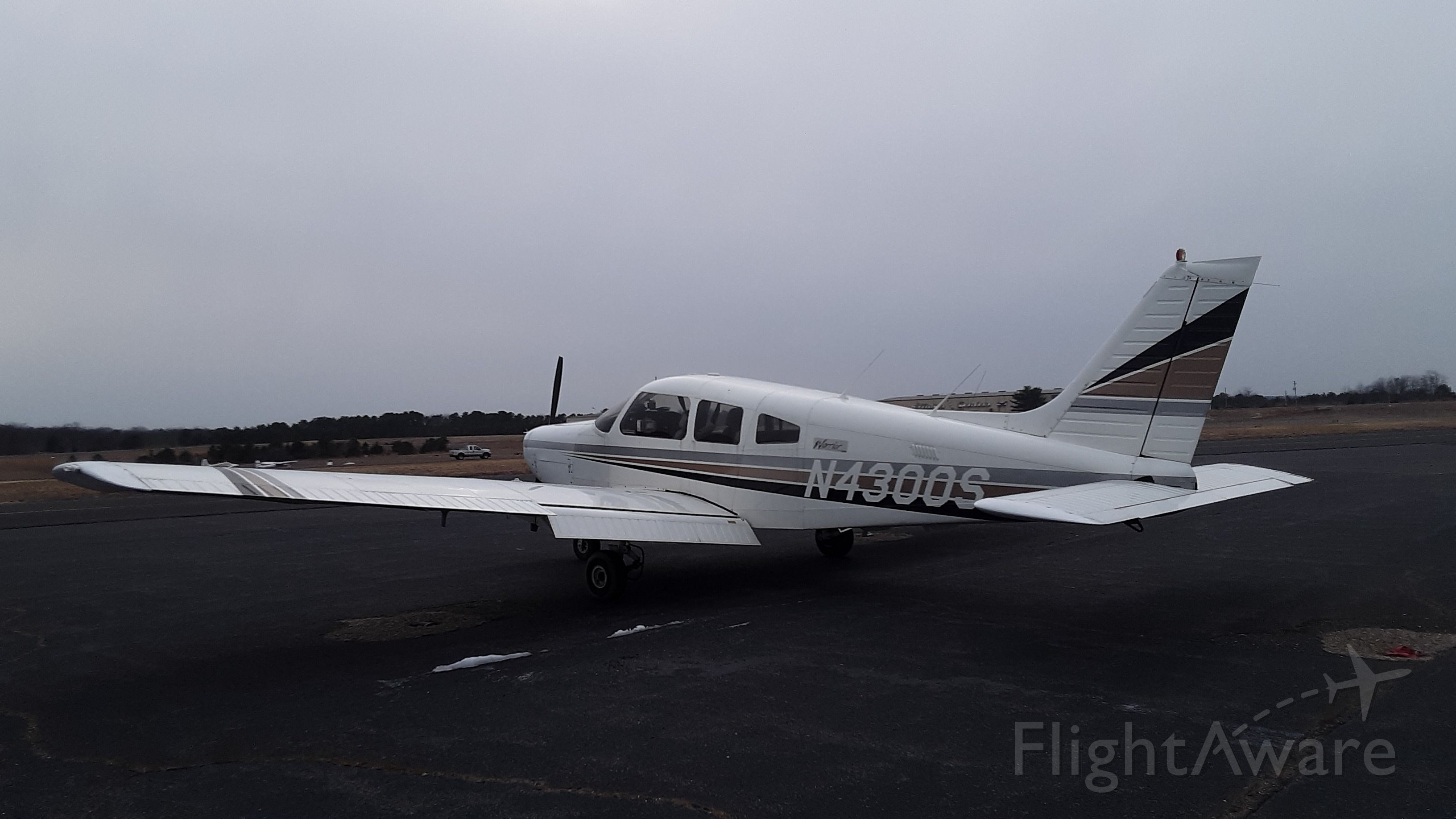 Piper Cherokee (N4300S)