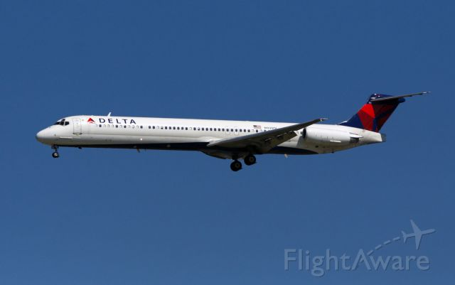 McDonnell Douglas MD-88 (N935DL) - DAL2303 arrives at Jackson-Evers International from Hartsfield-Jackson International on a beautiful spring day.