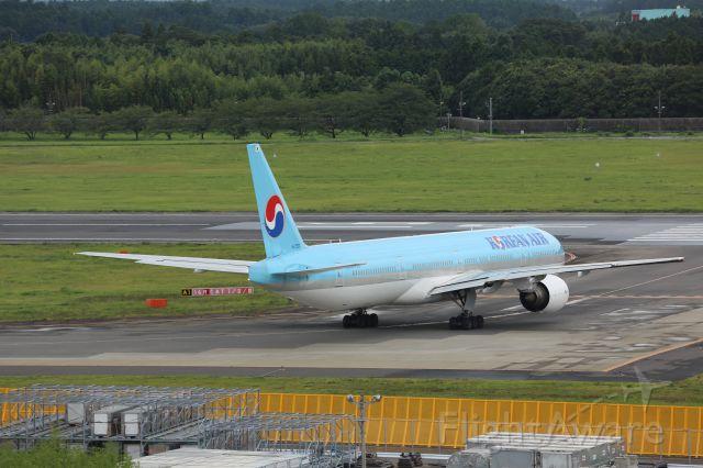 BOEING 777-300 (HL7533)