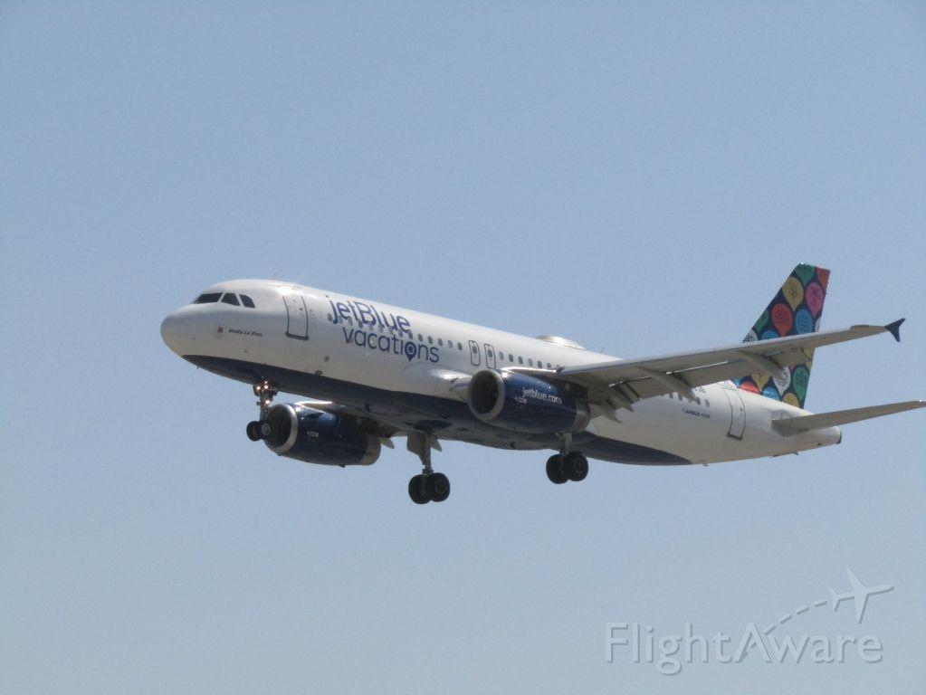 Airbus A320 (N648JB) - Landing RWY 30