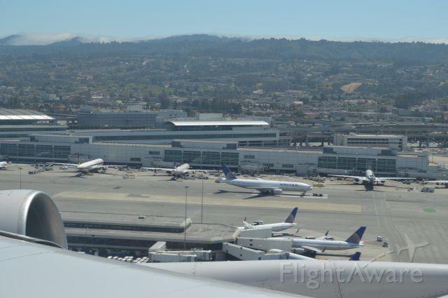 — — - View of San Francisco Airport. 747-400 takeoff to Frankfurt