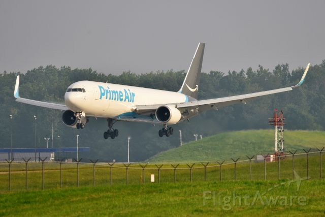 BOEING 767-300 (N389AZ) - 18-L 07-25-21