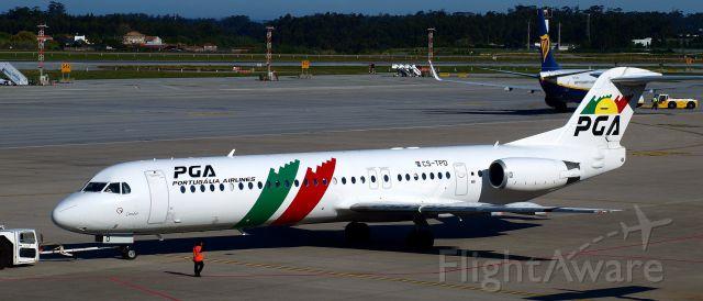 Fokker 100 (CS-TPD) - Aéroport de Porto, 25 avril 2016