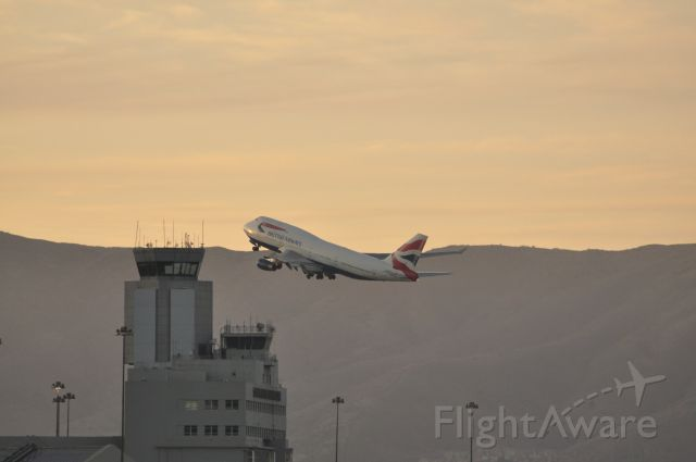 Boeing 747-400 (G-CIVJ) - Speedbird 286 moments after liftoff, seemingly buzzing the San Francisco Tower - late afternoon