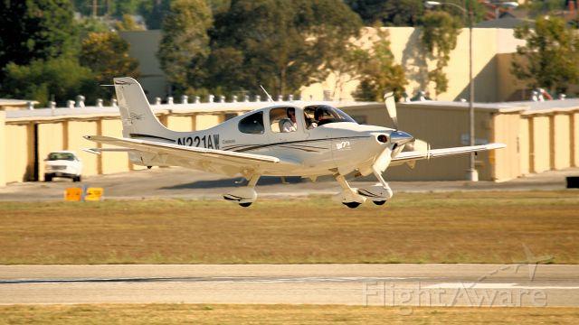 Cirrus SR-22 (N221AW) - Landing, TOA.