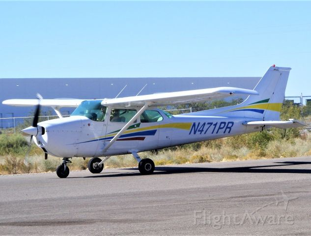 Cessna Skyhawk (N471PR) - Hi to the person looking at the camera!