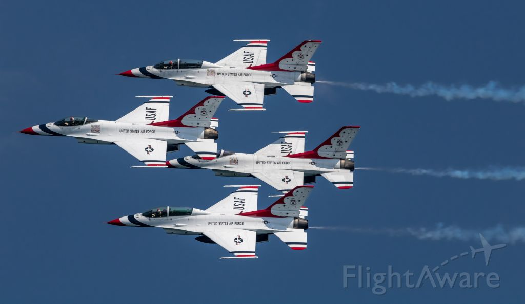 Lockheed F-16 Fighting Falcon — - Air Force Thunderbirds make a pass at the Milwaukee Air & Water Show, July 2019