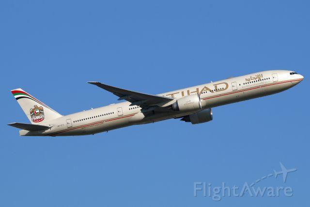 BOEING 777-300ER (A6-ETJ)