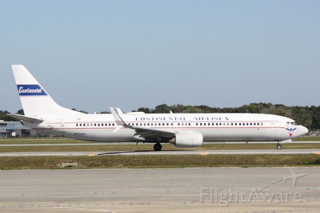 "Boeing 737-900 (N75436) - United Flight 1641 (N75436) ""75th Anniversary Blue Skyway"" taxis at Sarasota-Bradenton International Airport"