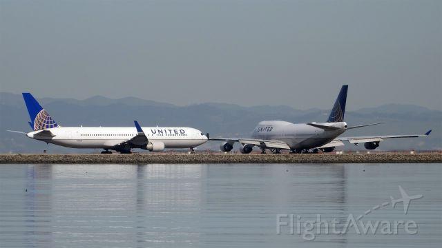 Boeing 747-400 (N104UA) - 20150306-142111.jpg<br />N104UA and N673UA are ready to leave San Francisco Intel Airport (KSFO)<br /><br />N104UA / Boeing 747-422 <br />2015-03-06 UA857San Francisco (SFO)Shanghai (PVG)14:24-->Landed 18:41<br /><br />N673UA / Boeing 767-322(ER) <br />2015-03-06 UA990San Francisco (SFO)Paris (CDG) 14:26-->Landed 09:53