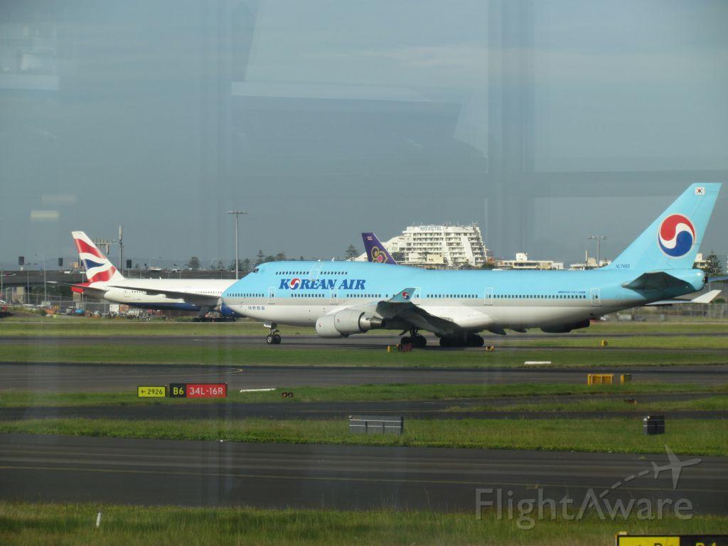 Airbus A330-300 (HL7460) - leaving yssy 747.400