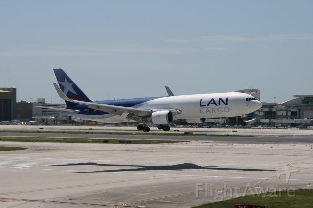 BOEING 767-300 (CC-CZZ)
