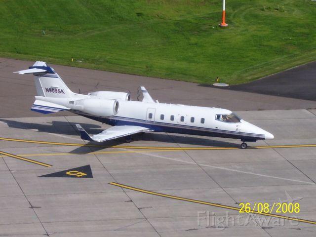 Learjet 60 (N909SK)